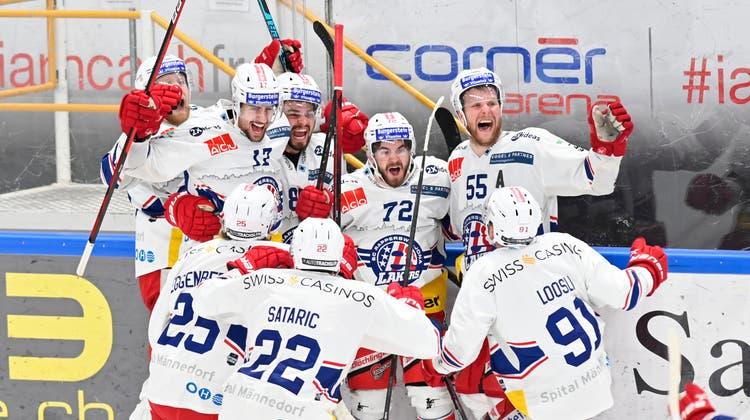 Lausannes Christoph Bertschy erzielte in Spiel fünf seinen ersten persönlichen Treffer der Serie gegen den ZSC. (Pascal Muller / freshfocus)