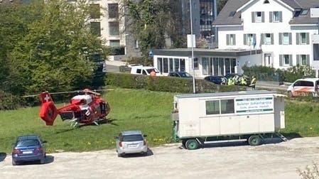Die Frau musste mit einem Rettungshelikopter ins Spital geflogen werden.
