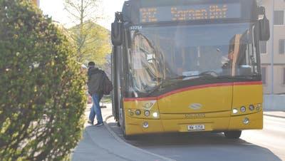 Die Postautohaltestelle Kantonsspital (hier dorfauswärts) wird behindertengerecht umgebaut und bekommt einen Personenunterstand. (Bild: Matthias Piazza (Stans, 20. April 2021))