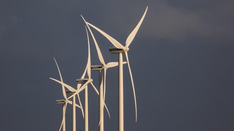 In Sainte-Croix soll ein Windpark mit sechs 150 Meter hohen Windrädern entstehen. (Symbolbild) (Keystone)