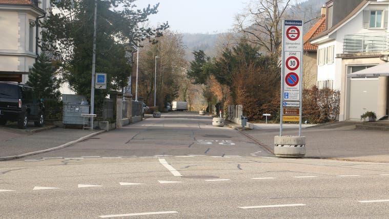 Die Rheinbrückstrasse hätte saniert und aufgewertet werden sollen. Doch einige Anwohner stoppten das Bauvorhaben der Gemeinde. (Bild: Dennis Kalt (24. Februar 2021))