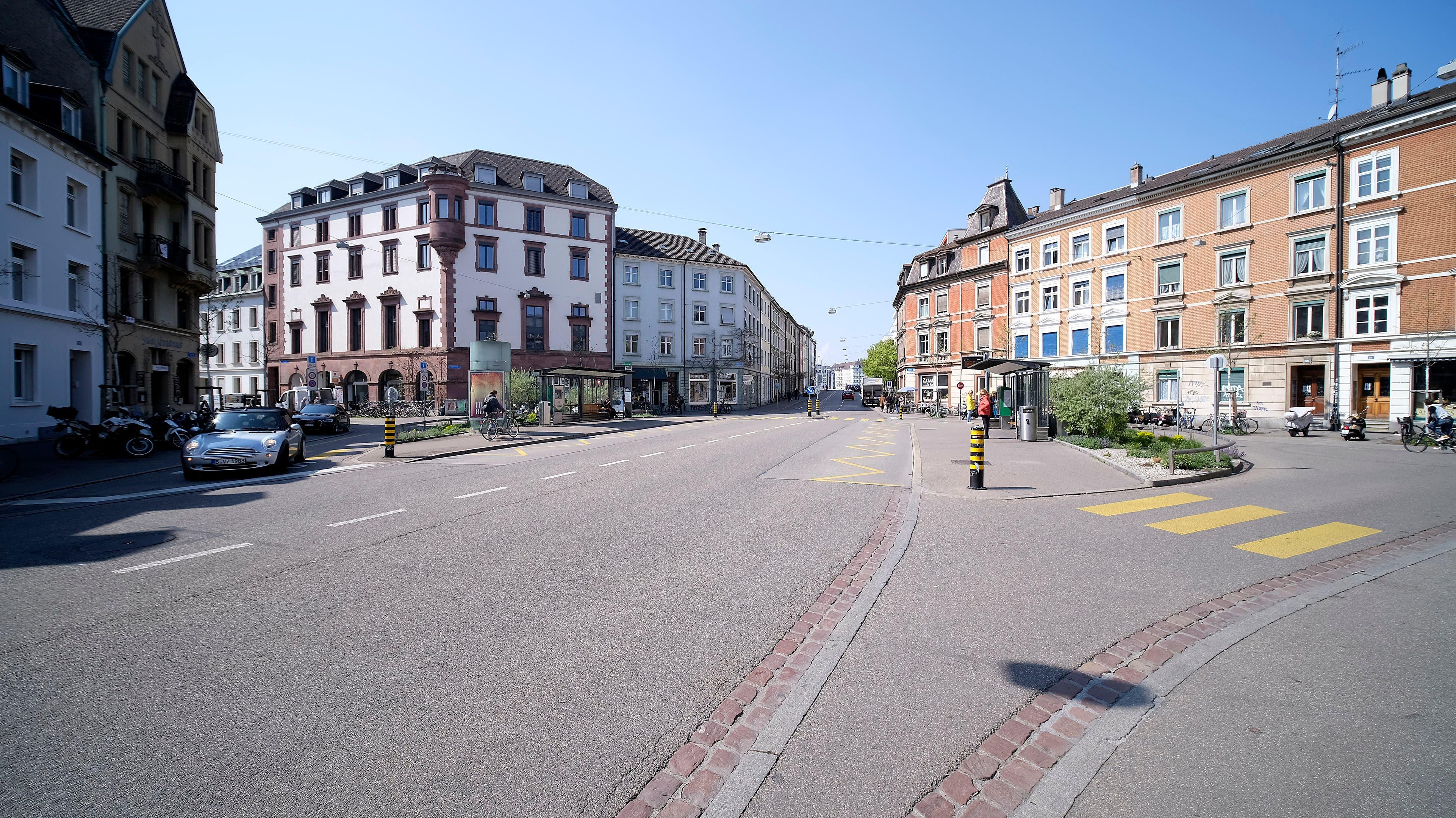 So leer ist der Platz direkt an der Johanniterbrücke selten. Die Feldbergstrasse ist ein wichtiger Strasse im Basler Stadtverkehr.