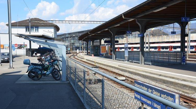 Beim Bau einer Perronhalle auf der Südseite des Bahnhofs wird auf Obergeschosse verzichtet. (Fabio Vonarburg)