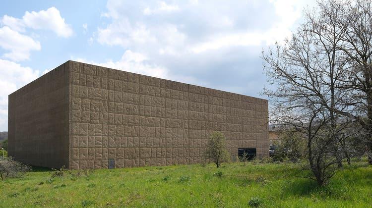 Die Rückseite des Schaulagers in Münchenstein wird erweitert. Gesucht ist eine neue und doch ergänzende architektonische Form. (Bild: Kenneth Nars)