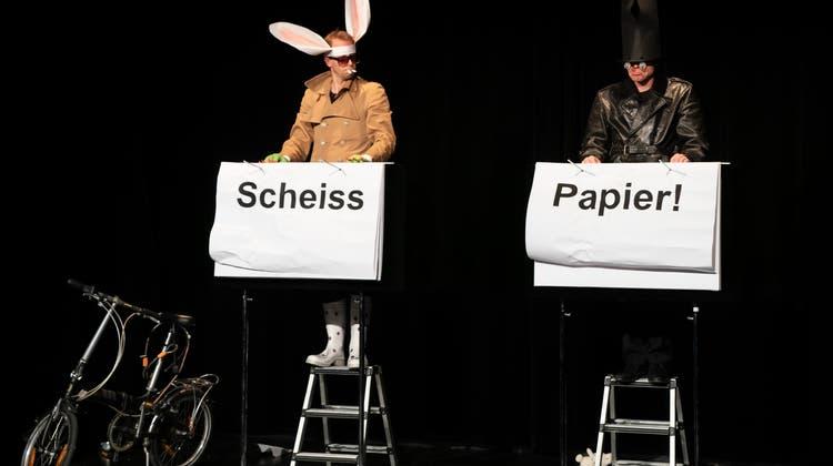 Weg vom Purismus vergangener Tage: Jonas Anderhub und Christof Wolfisberg haben in «Jenseitig» ihr schauspielerisches Spektrum deutlich erweitert. (Bild: Beat Allgaier)