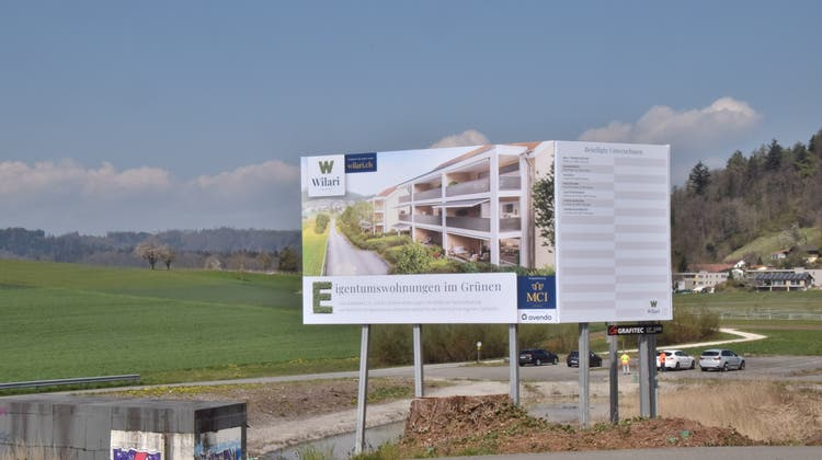 Auf diesem Gelände wollte die Bremgarter Stiftung ein Notfallzentrum realisieren, jetzt entsteht hier eine Wohnüberbauung. (Bild: Toni Widmer)