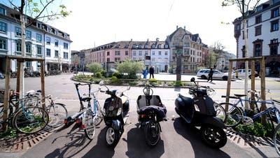Seit vier Jahren führt Esther Lohri das «Lokal» am Erasmusplatz. (Kenneth Nars / BLZ)