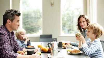 Diskussion am Familientisch: Welche politische Ansicht setzt sich durch? (Bild: Getty)