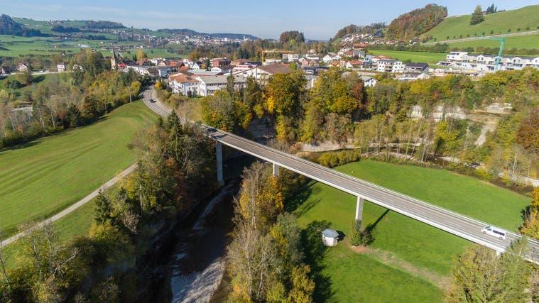 Die Letzibrücke ist eine wichtige Verbindung zwischen Lütisburg und Ganterschwil, nun muss ihr eine Lastbeschränkung auferlegt werden. (Bild: PD)