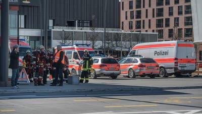 Bombendrohung löste Grosseinsatz von Polizei und Rettung bei der Mall of Switzerland aus. (Pius Amrein (Ebikon 14. März 2018))