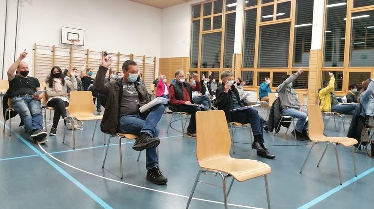 Die Stimmberechtigten während einer Abstimmung in der MehrzweckhalleHörstetten. (Bild: Manuela Olgiati)