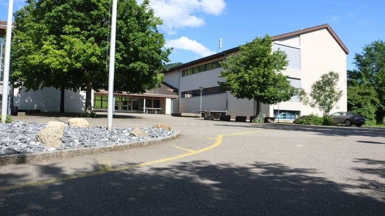 Für die Schule in Wölflinswil (Bild) und die in Oberhof soll jetzt eine gemeinsameSchulleitung kommen. (Dennis Kalt (12. Juni 2019))