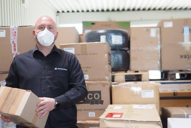 Bei Simon Kühn, Inhaber von My Paketshop in Bad Säckingen, stapeln sich noch immer die Sendungen.