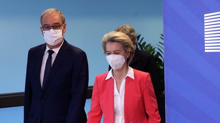 EU-Kommissionspräsidentin Ursula von der Leyen und Bundespräsident Guy Parmelin sprachen am Freitag über das Rahmenabkommen. (Keystone)
