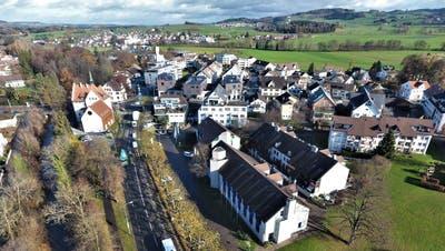 1982 wurde das Münchwiler Gemeindehaus eingeweiht, jetzt ist es sanierungsbedürftig. ((Bild: Olaf Kühne))