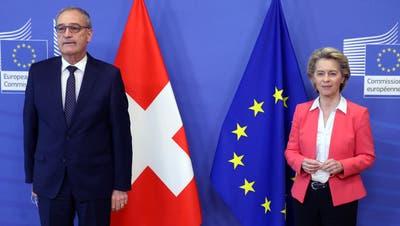 Keine Annäherung: Bundespräsident Guy Parmelinund die Präsidentin der EU-Kommission, Ursula von der Leyen, am Freitag in Brüssel. (Francois Walschaerts / Pool / EPA)
