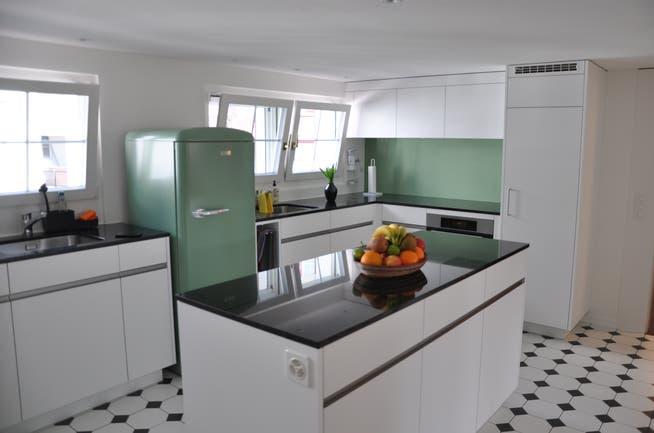 Eche un vistazo a la cocina que pueden usar los huéspedes.