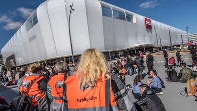 Die Mall of Switzerland muste nach der Bombendrohung evakuiert werden. (Bild: Pius Amrein (Ebikon, 14. März 2018))