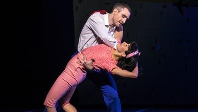 Cindy Rella und Captain James:Naiara Silva de Matos und Piran Scott. (Bild: Gregory Batardon)