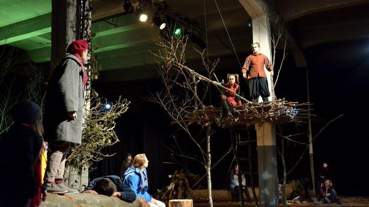 Schlummernde Elfen sorgen sich um die Umwelt: Momoll-Theater überzeugt bei der Premiere
