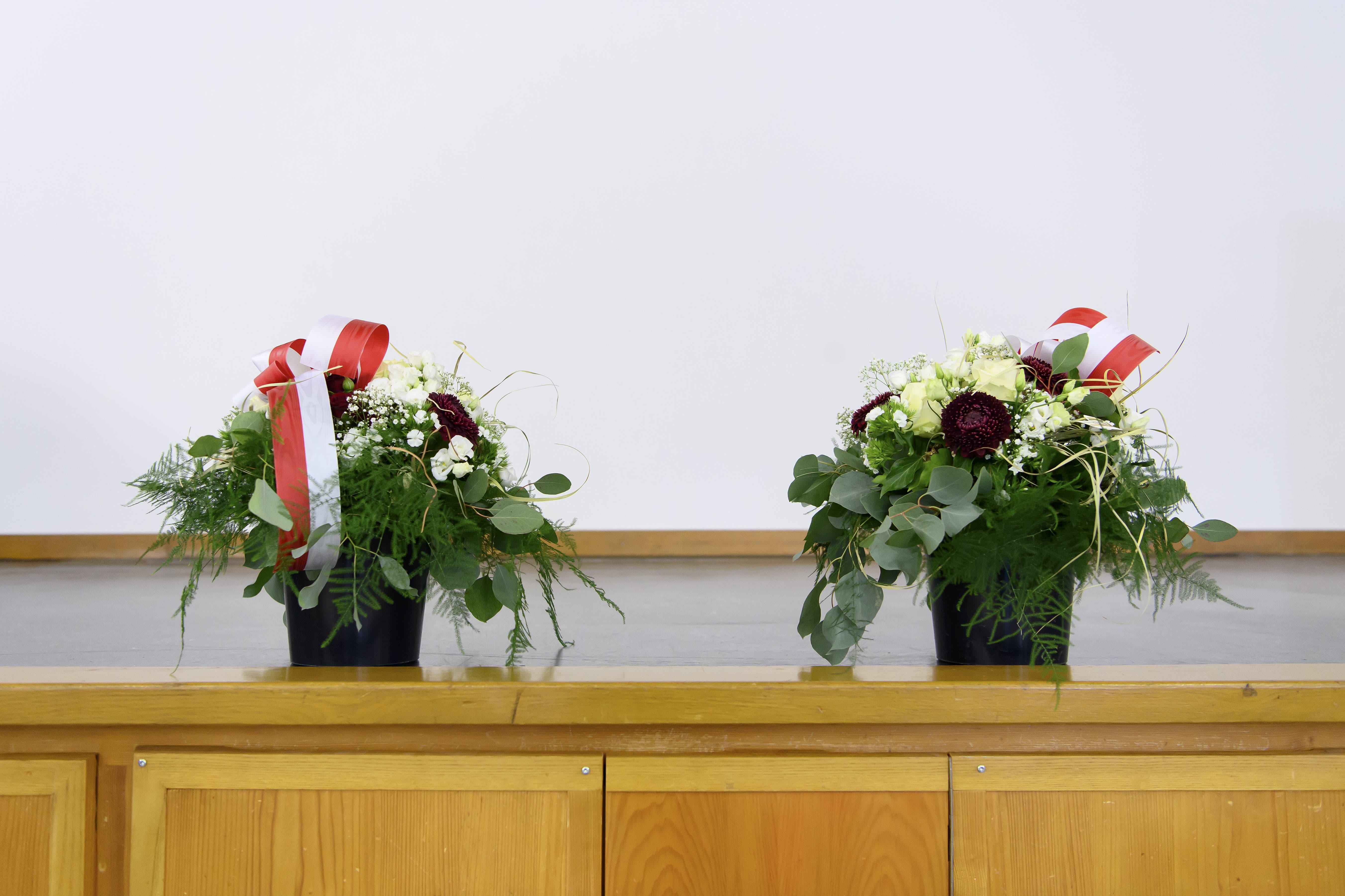 Die Blumen für die Regierungsrats-Wahlsieger liegen bereit.