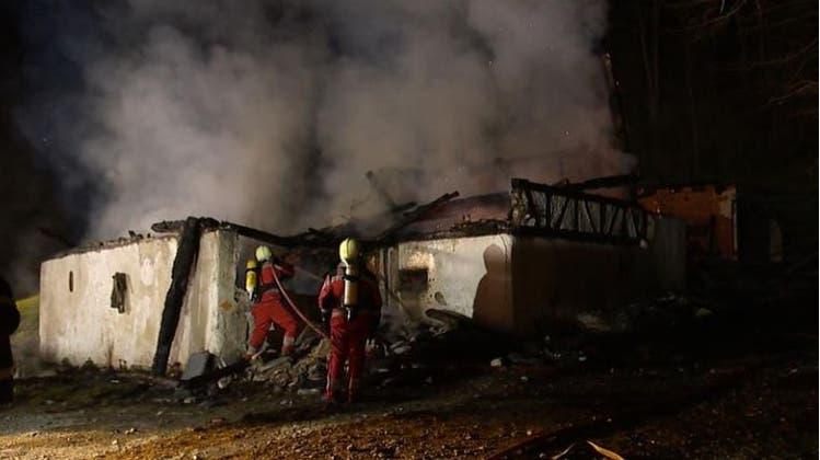 Bauernhaus brennt bis auf die Grundmauern nieder