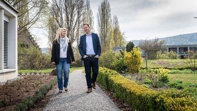 Roman Pulferspricht neben Vizestadtpräsidentin Kathrin Mancuso über seine Beweggründe zum angekündigten Rücktritt. (Bild: Andrea Stalder)