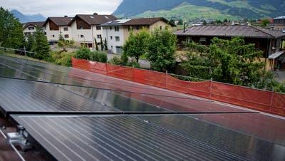 Eine Solaranlage auf einem Stanser Hausdach. (Bild: Nidwaldner Zeitung (29. Mai 2018))