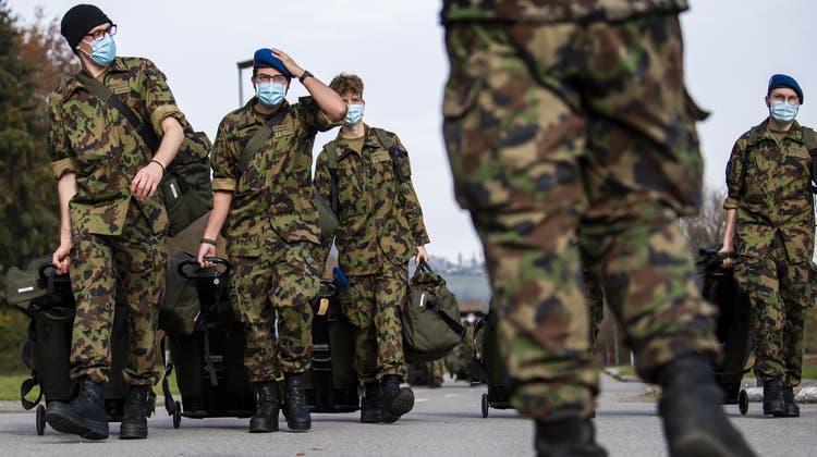 Die Fachstelle Extremismus in der Armee behandelte letztes Jahr 39 Beratungsanfragen und Meldungen. (Symbolbild) (Keystone)