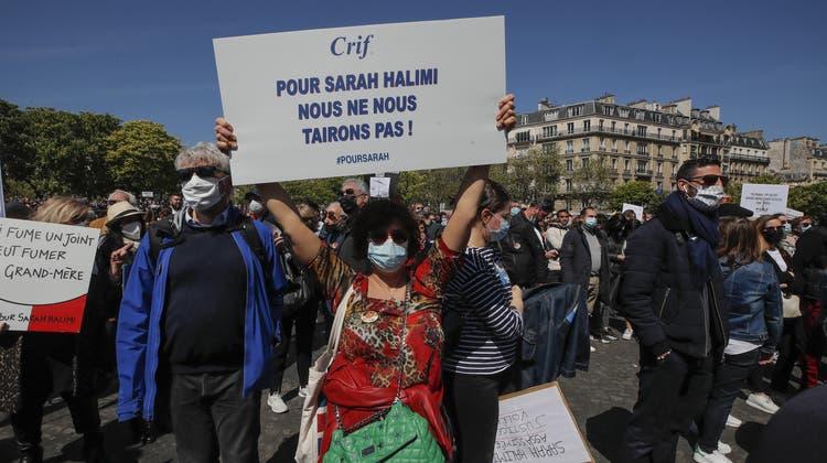 Tausende protestierten am Wochenende in Frankreich, hier in Marseille, gegen die Einstellung des Verfahrens im Mordfall Halimi. (Daniel Cole / AP)