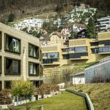 «Goldwand» heisst die Überbauung in der Bildmitte: Blick auf Ennetbaden, wo der Wohnraum besonders kostspielig ist. (Chris Iseli)