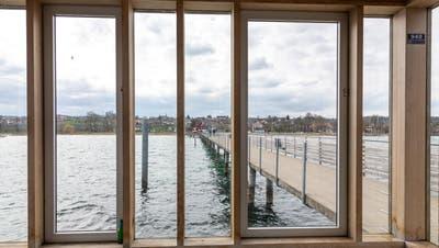 Blick vom Pavillon der mit 270 Metern derzeit längsten Pier am Bodensee in Altnau. (Bild: Stadt Romanshorn/ Rolf Mueller)