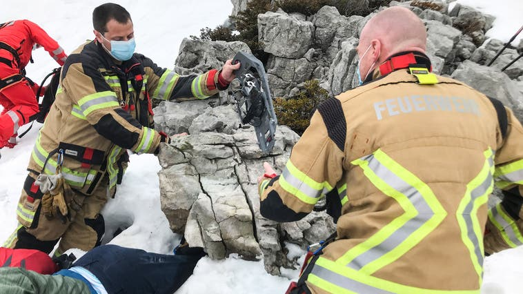 Dieser Felsblock wurde der Schneeschuhwanderin zum Verhängnis. (Bild: Rega (Schrattenfluh, 27. April 2021))