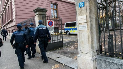 Der Beschuldigte machte keine Aussagen zu den Vorwürfen. Darum stützte sich das Strafgericht auf die Einvernahmen von Augenzeugen und betroffenen Polizisten. (Nicole Nars-Zimmer)