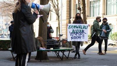 Kundgebung zum Erhalt der Soldatenstube im Eichwäldli vor dem Stadthaus in Luzern. (Bild: Dominik Wunderli (Luzern 23.02.2021))