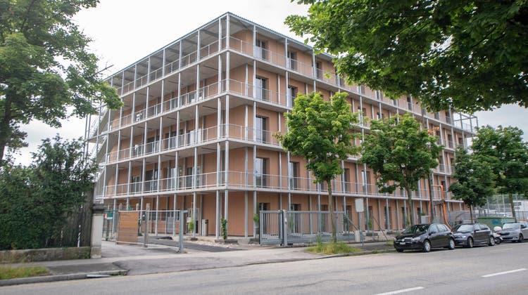 Bei einer Mitarbeitenden des Bundesayslzentrums Basel kam es laut SEM zu massiven Sachbeschädigungen. (Keystone)