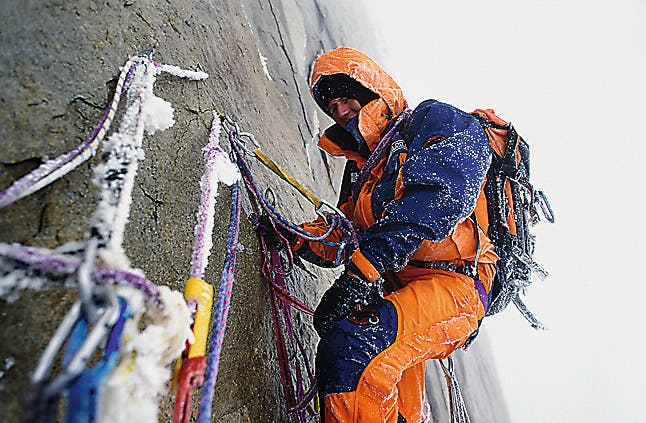 Seit 1995 gibt es die Eiger-Extreme-Kollektion. Rund 25000 Arbeitsstunden stecken in der Entwicklung der Kleiderlinie für Extrembergsteiger.