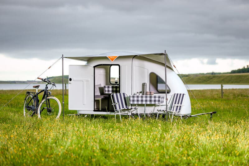 Velofahren und seinen Schlafplatz immer dabeihaben? Das geht mit dem Velovan, dem ausklappbaren Mini-Wohnwagen.