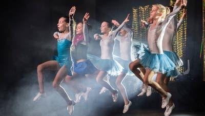 Junge Tänzerinnen während eines Showtanzens der Rock Academy in Pfyn. (Bild: Reto Martin (Pfyn, 23. November 2019))