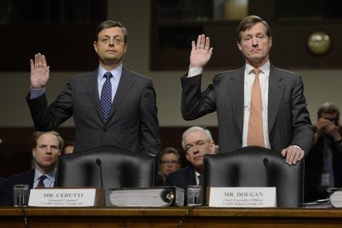 Chefjurist Romeo Cerutti (l.) and CS-CEO Brady Dougan müssen im Februar 2014 dem US-Senat Auskunft über das Geschäftsgebaren geben.