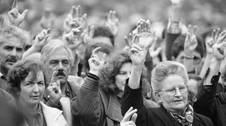Die Schwarz-Weiss-Aufnahme täuscht. Erst 1991 konnten die Frauen in Appenzell Innerrhoden erstmals auf kantonaler Ebene abstimmen. (Keystone)