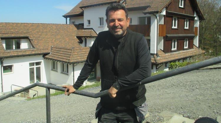 Mit dem neuen Eigentümer Hakan Gürkaynak wird das ehemalige Kurhotel Seeblick derzeit in einen Wohnpark mit gesamthaft 38 Appartements umgewandelt. (Bild: PE)