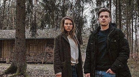 Meine Stimme Xenia Tiling (l.) mit Münchens AssistentKalli Hammermann (Ferdinand Hofer).