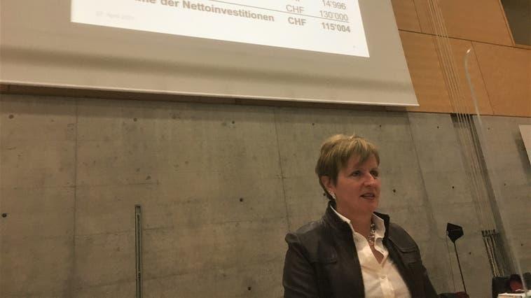 Gemeinderätin Miriam Hersche präsentiert das überarbeitete Budget 2021. (Simon Tschopp (Liestal, 27. April 2021))