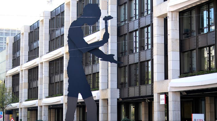 Der «Hammering Man» am Aeschenplatz. (Kenneth Nars)