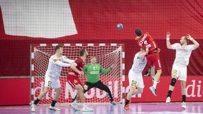 Die Schweizer Handballer belohnen sich nicht für eine über weite Strecken starke Leistung. (Ennio Leanza / Keystone)