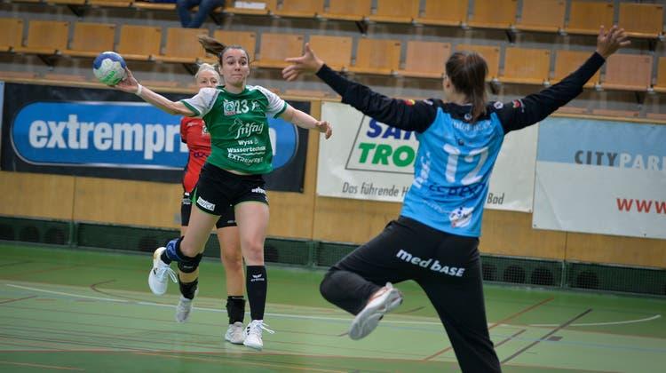 Brühls Stéphanie Lüscher erzielt eines ihrer sieben Tore. (Arthur Gamsa)
