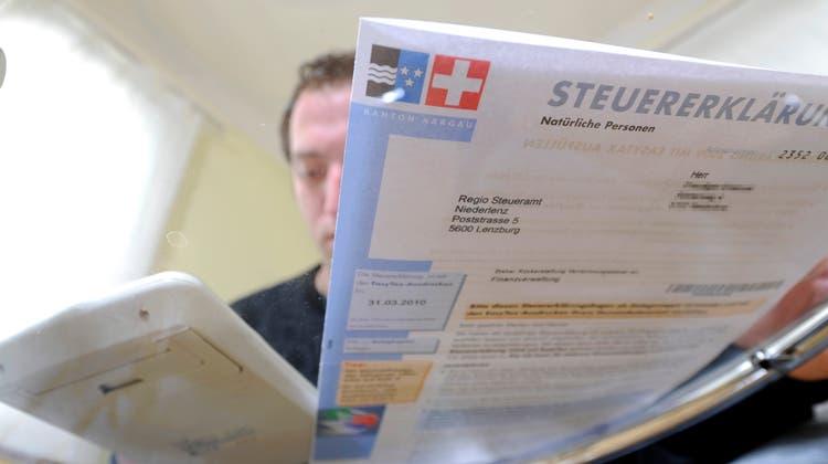 Alljährlich muss die Steuererklärung ausgefüllt werden. Wir zeigen, wo die Aargauer Bevölkerung im kantonalen Vergleich gut und wo sie schlecht da steht. (Archivbild: Emanuel Freudiger)