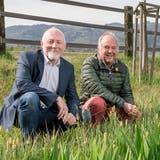 Roger Umbricht und Urs Meier beim renaturierten Lugibach in Würenlos – ökologische Massnahmen würden sie auch im Deponiegebiet Steindler umsetzen. (Bild: Sandra Ardizzone)