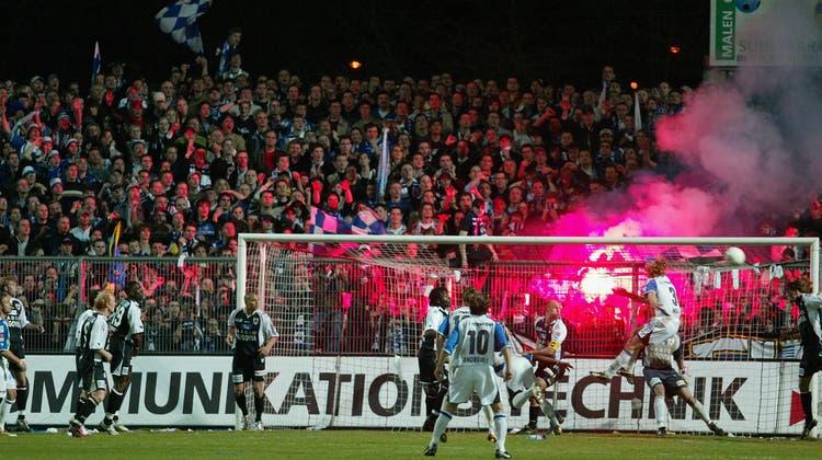 Spiele zwischen Aarau und Luzern (im Bild eine Aufnahme vom Cup-Halbfinal 2005) sind auf und neben dem Platz voller Zündstoff. (Rolf Jenni / SPO)